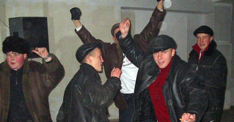 Деревенские дискотеки на рубеже столетий: стильно, весело и очень опасно фото