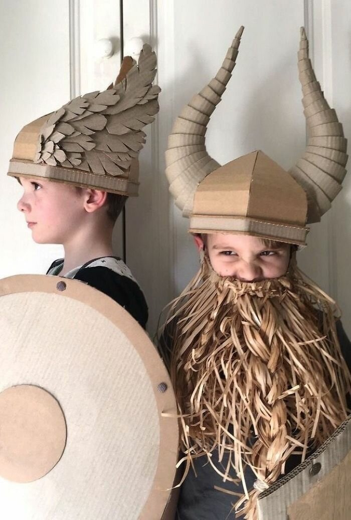 Дешево и креативно: рукодельница мастерит костюмы из картона