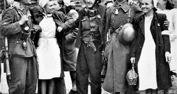 «Идем рубать немцев»: как коллаборационисты из Русской освободительной армии в 1945 году освободили Прагу