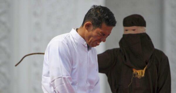 Любвеобильного законодателя побили палкой в соответствии с его же законом