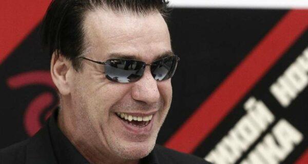 Почему солист Rammstein подрался на Дворцовой площади в Питере с космонавтом