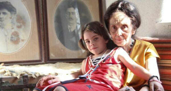Как выглядит 14-летняя дочка самой старой мамы в мире, родившей в 66лет