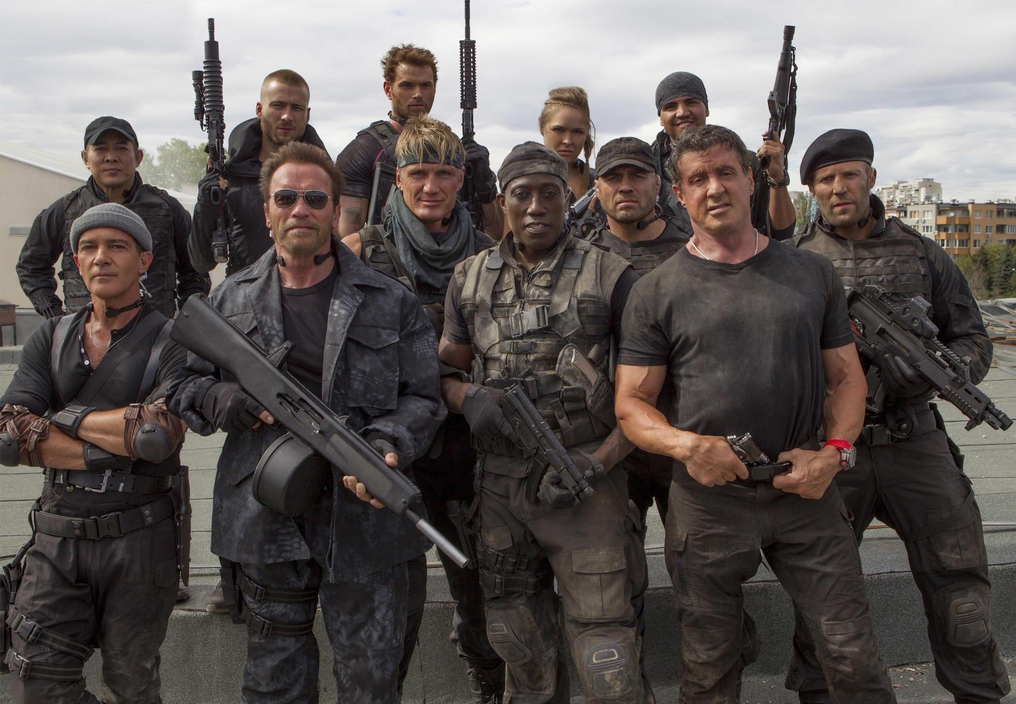 Герои в жизни и на экране: 12 голливудских звезд, прославившихся героическими поступками фото