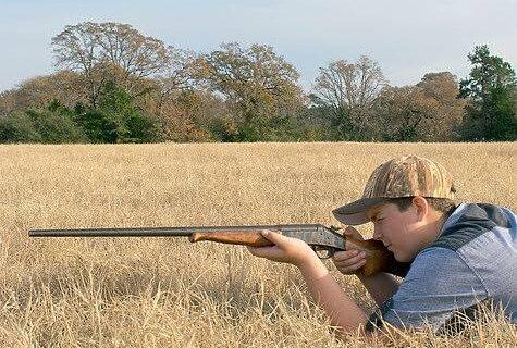 Научены убивать: дети демонстрируют свои охотничьи трофеи после открытия подросткового сезона в Техасе
