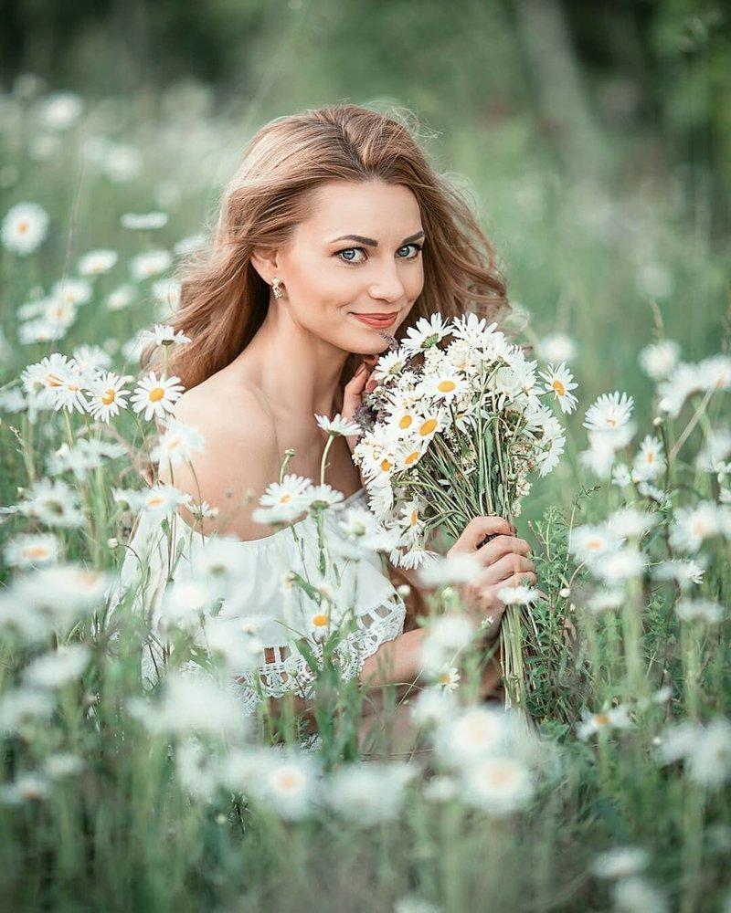 ассортименте российская женская фотография фотографии, которой певица