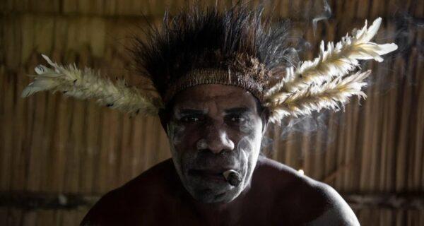 Племя людоедов изнутри: каннибалы из Новой Гвинеи, которые съели Рокфеллера 60 летназад