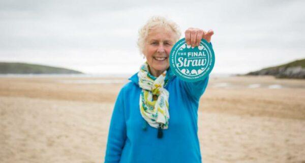 Не пляжный сезон: как 70-летняя английская бабушка спасает побережье от мусора