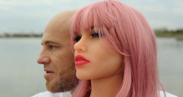 Покладистая невеста бодибилдера Толочко: казахский спортсмен сделал предложение секс-кукле