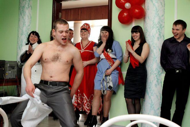 Самые «отвязные» конкурсы на свадьбе: 25 фото, за которые всем стыдно фото