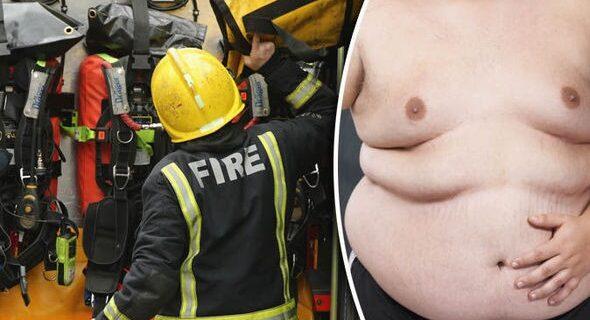Британским пожарным приходится по три раза на день освобождать толстяков из ихдомов