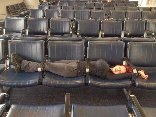 25 забавных снимков о том, что в аэропорту царит своя особая атмосфера фото