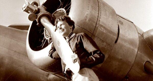 Отважная летчица Амелия Эрхарт: легенда авиации, пропавшая внебе