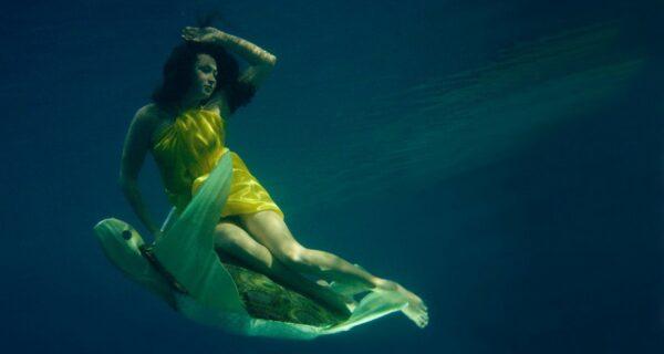 Полеты под водой в замечательных фотоработах Катерины Бодруновой