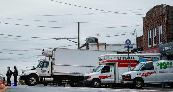 В Нью-Йорке обнаружены грузовики с десятками трупов, часть из них уже начала разлагаться