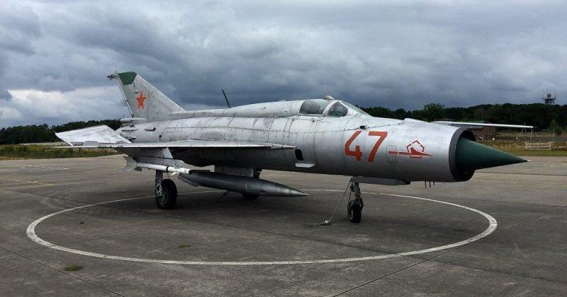 Как советский летчик ошибся аэродромом и едва не сдал НАТО секретный самолет фото