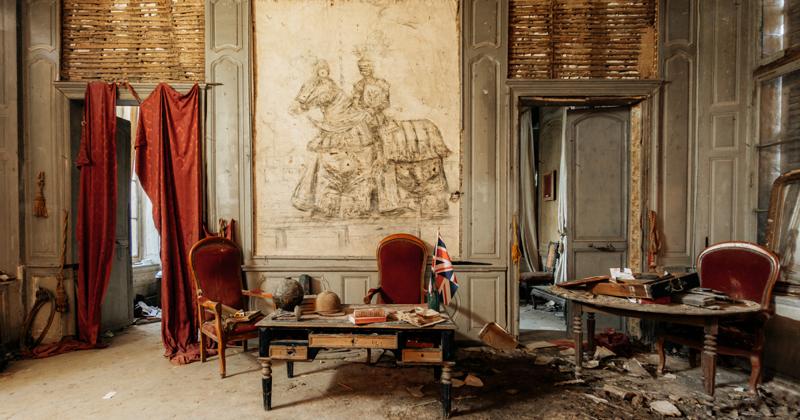 Французский замок Кенель незадолго до разрушительного пожара фото