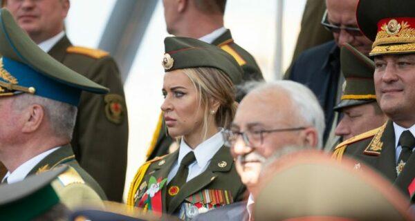 Увешанная медалями девушка-«ветеран» с минского Парада Победы стала звездой Сети