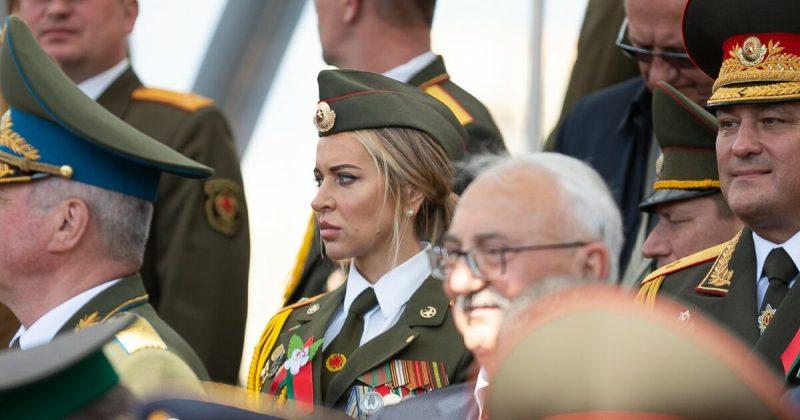 Увешанная медалями девушка-«ветеран» с минского Парада Победы стала звездой Сети фото