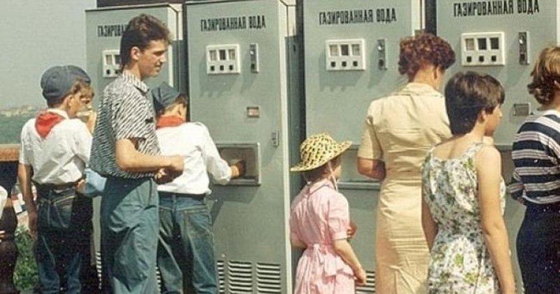Почему в СССР все пили газировку из одного стакана и не болели фото