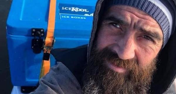 Австралийский рыбак, унесенный на каяке в океан, снял на видео свои последние минуты