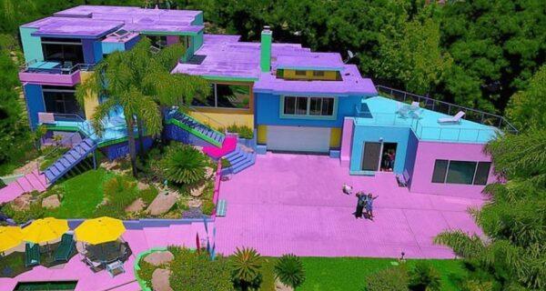 Художница тратит тысячи долларов, чтобы ее дом был ярким, но вот соседи не в восторге