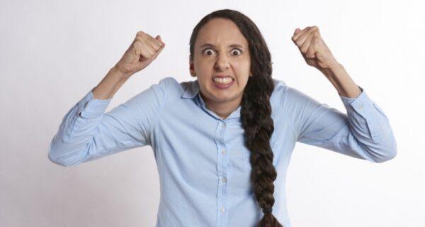 Ученые установили, что ругательства помогают побороть боль