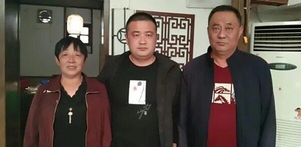 Китаец, которого похитили младенцем, воссоединился с семьей через 33года