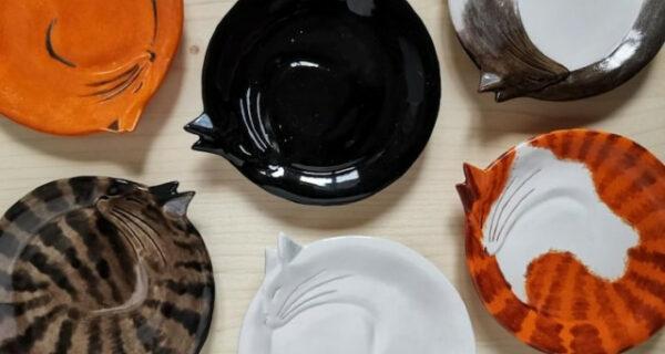 12 прекрасных декоративных тарелок в виде уютно свернувшихся кошек