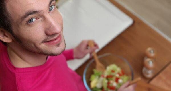 Салат из помидоров и огурцов опасен для здоровья и дело вовсе не в нитратах