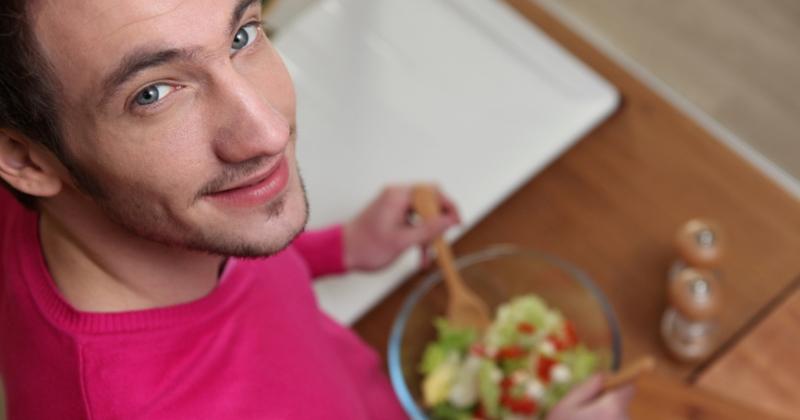 Салат из помидоров и огурцов опасен для здоровья и дело вовсе не в нитратах фото