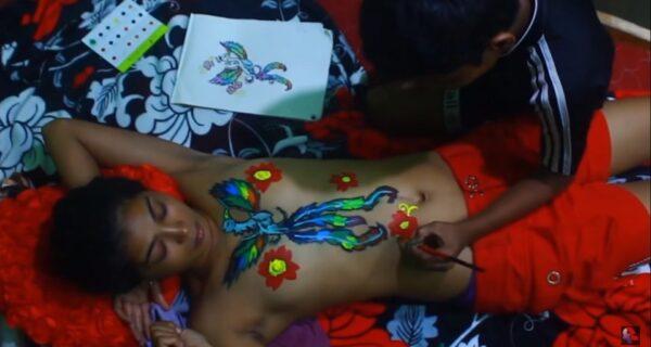 Мать из Индии арестовали за то, что она разрешала детям разрисовывать свое голоетело