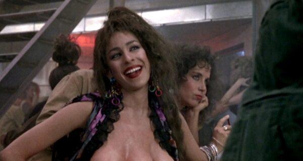 Что стало с Мэри — девушкой-мутантом с тройной грудью из культового боевика «Вспомнить все»