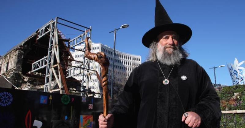 Новозеландец официально работает волшебником и получает зарплату