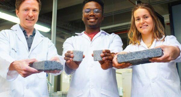 Как студенты из ЮАР делают кирпичи измочи