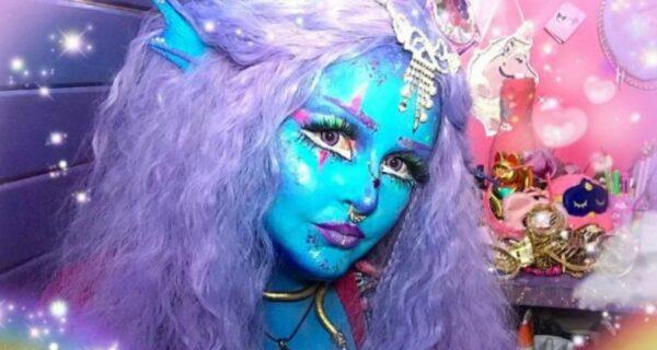 Особенная девушка Лоурайя Ли считает себя инопланетянкой и мечтает о синейкоже
