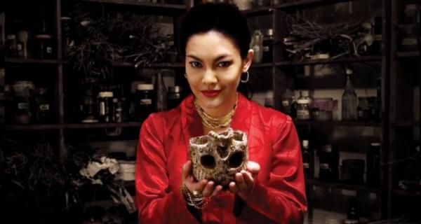 Унесенные тигром: зачем поп-звезда и шаман Мона Фенди отрубила голову депутату