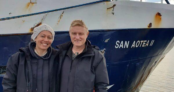 Супруги застряли на островах во время медового месяца и 30 дней добирались домой на рыбацкой лодке