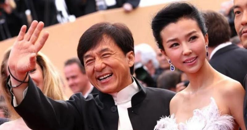 Любимая женщина актера Джеки Чана: почему кумир миллионов 40 лет прятал супругу фото