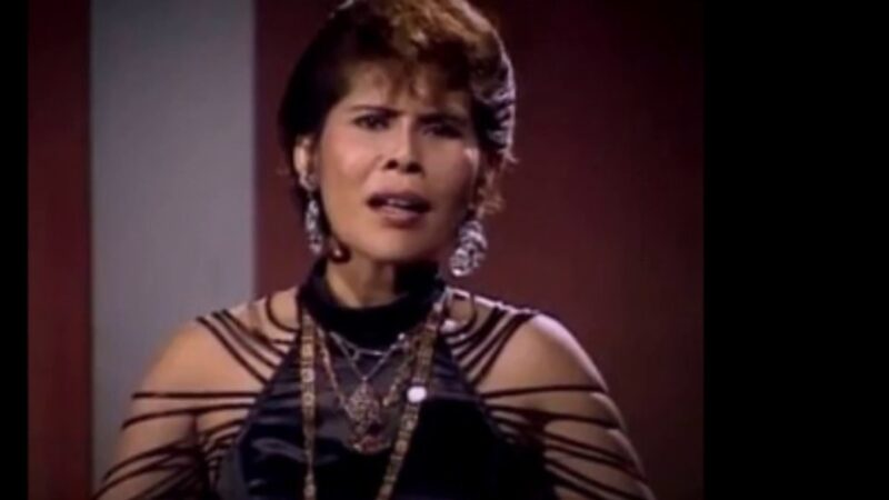 зачем поп-звезда и шаман Мона Фенди отрубила голову депутату