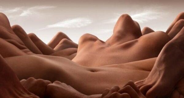 Голая геология: Сюрреалистические ландшафты Карла Уорнера, созданные из обнаженных тел