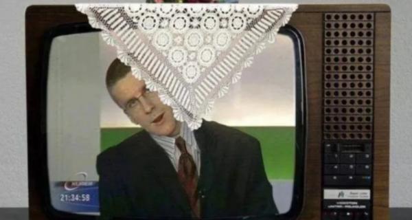 Салфетка на телевизоре: в чем секрет любимого дизайнерского элемента наших бабушек