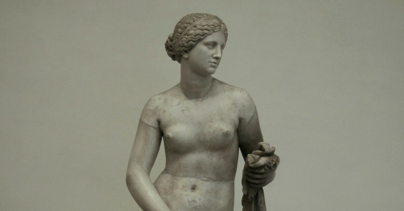 Статуя Афродиты Книдской — такая реалистичная, что ее когда-то изнасиловали фото