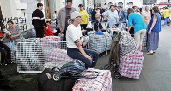 История «челноков»: как клетчатая сумка на время стала символом России
