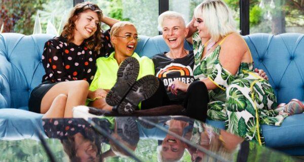 Команда «Л» спешит на помощь: как группа лесбиянок помогает улучшить интимную жизнь обычным парам