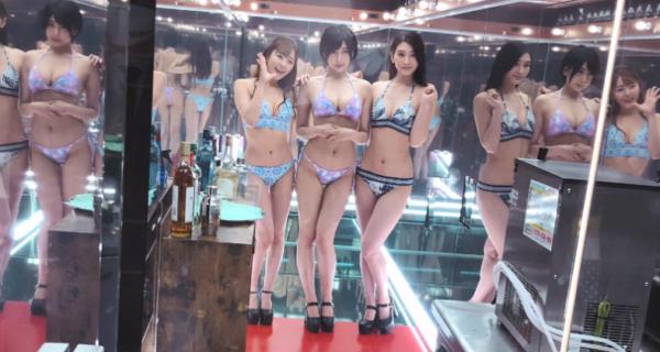 Японцы открыли тематический парк с блэкджеком и порнозвездами