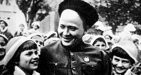 Аркадий Гайдар: жизнь, борьба и смерть настоящего Мальчиша