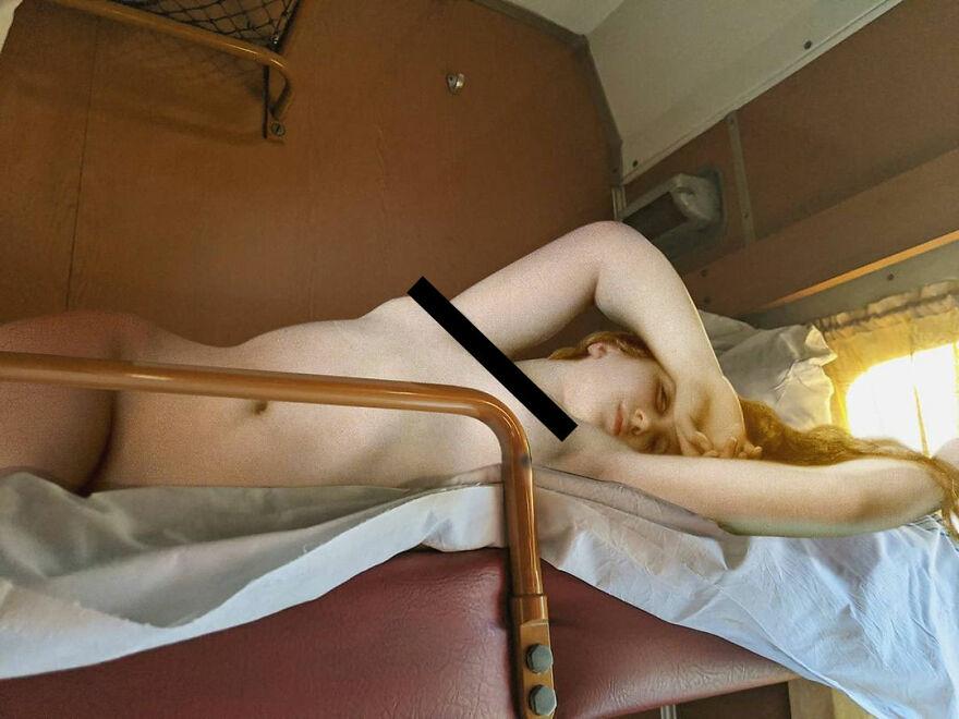 Нимфа в плацкарте и другие коллажи Алексея Кондакова фото