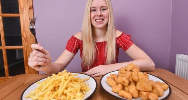 Юная британка 15 лет ела только куриные наггетсы и картошку фри из-за редкого пищевого расстройства