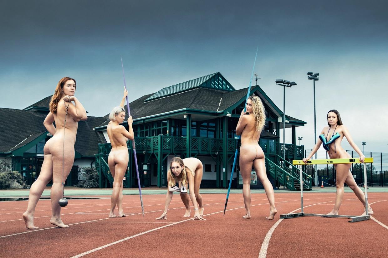 Спортивные девушки и парни из Кембриджского университета разделись для благотворительности фото