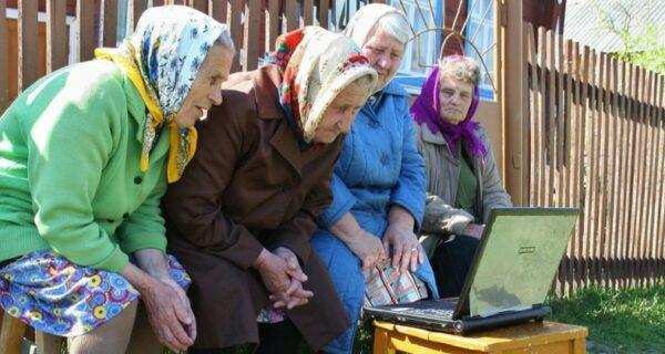 Цены, тупой внук и луковая шелуха: в сети появились мемы для пенсионеров